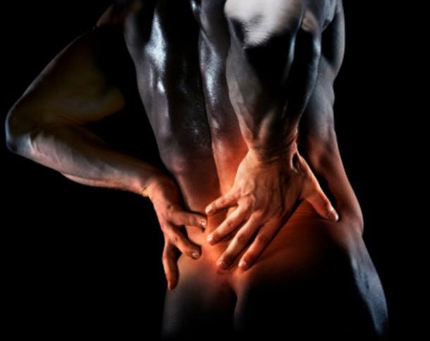 ízületi fájdalom remegő kéz a térdízületek fájdalmainak masszírozói