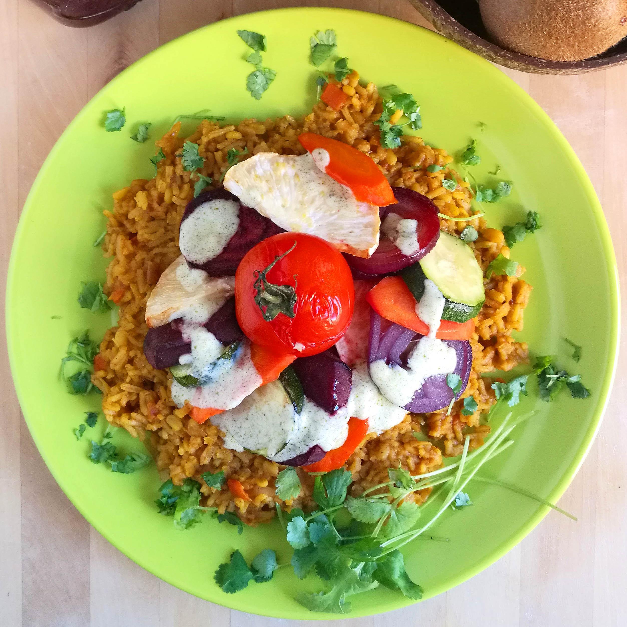 Vegán tál mogyoróvajas, fűszeres rizzsel