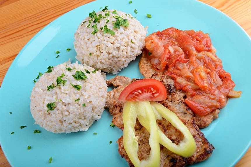 lecsós karaj és barna rizs