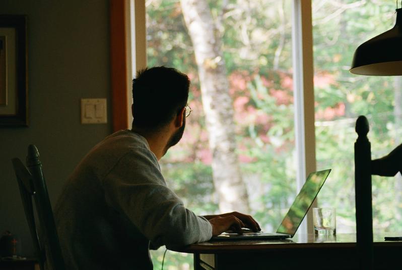 Most különösen fontos, hogy megőrizd testi-lelki egészségedet – azonban a stressz és a szorongás miatt ez sokkal nehezebb. Íme 4 tipp! home office