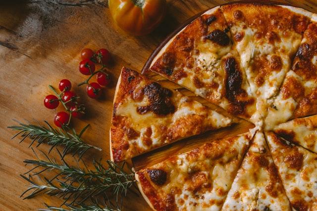Diétázni szívás – főleg, ha nem eheted a kedvenc ételeidet. Íme pár súlycsökkentő tipp – és kapsz tőlünk egy csomó egészséges receptet is! pizza