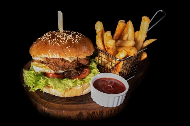 Diétázni szívás – főleg, ha nem eheted a kedvenc ételeidet. Íme pár súlycsökkentő tipp – és kapsz tőlünk egy csomó egészséges receptet is! hamburger